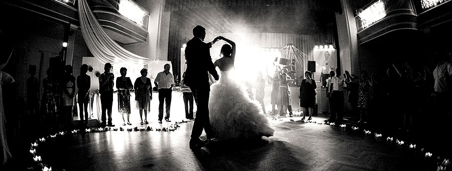 Bride-and-Groom-First-Dance-Black-and-White
